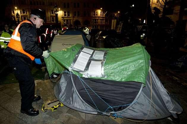 13304073273058681330408 - La policía desmantela el campamento de Occupy London